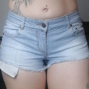 💸3/$25🔥 Pinstripe denim shorts